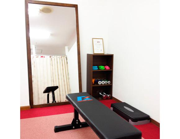 フィットネスワン伏見店の加圧トレーニングルーム。