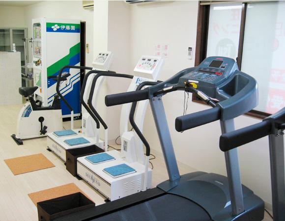 フィットネスワン南草津店のマシン。加圧トレーニング後の運動は効果絶大