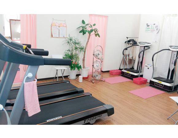 フィットネスワン栗東店のトレーニングマシン